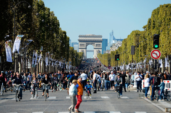 PARIS, FRANCE - SEPTEMBER 27:  A view of the Champs Elysees with the Arc de Triomphe on the background during the car free day on September 27, 2015 in Paris, France. Today between 11am to 6pm Central Paris is to go car free for the day, private cars with petrol or diesel engines are banned and only electric powered private vehicles will be allowed in an attempt to persuade residents to tackle pollution. The event comes two months before the UN climate change conference is due to be held in Paris.  (Photo by Aurelien Meunier/Getty Images)