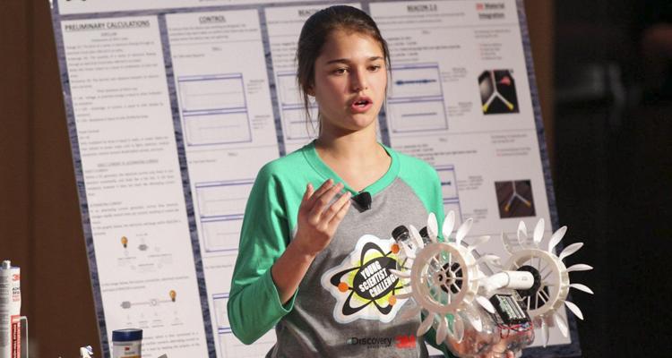 O adolescentă a construit un dispozitiv care obține energie din curenții oceanici