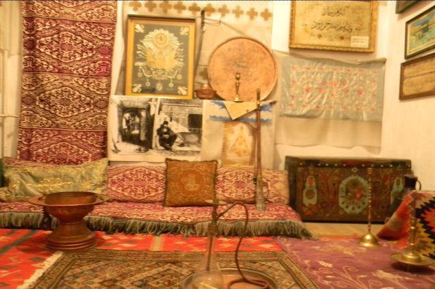 Interior dintr-o casa turceasca de pe insula Ada Kaleh, reconstruit la Muzeul Regiunii Portile de Fier