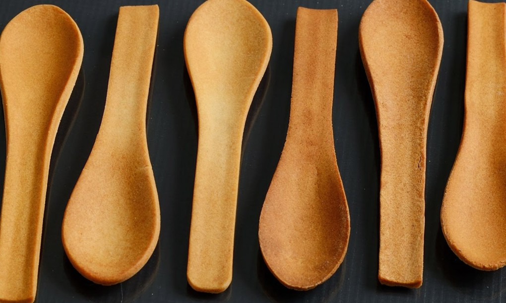 Bakeys-edible-spoons-in-a-row-1020x610