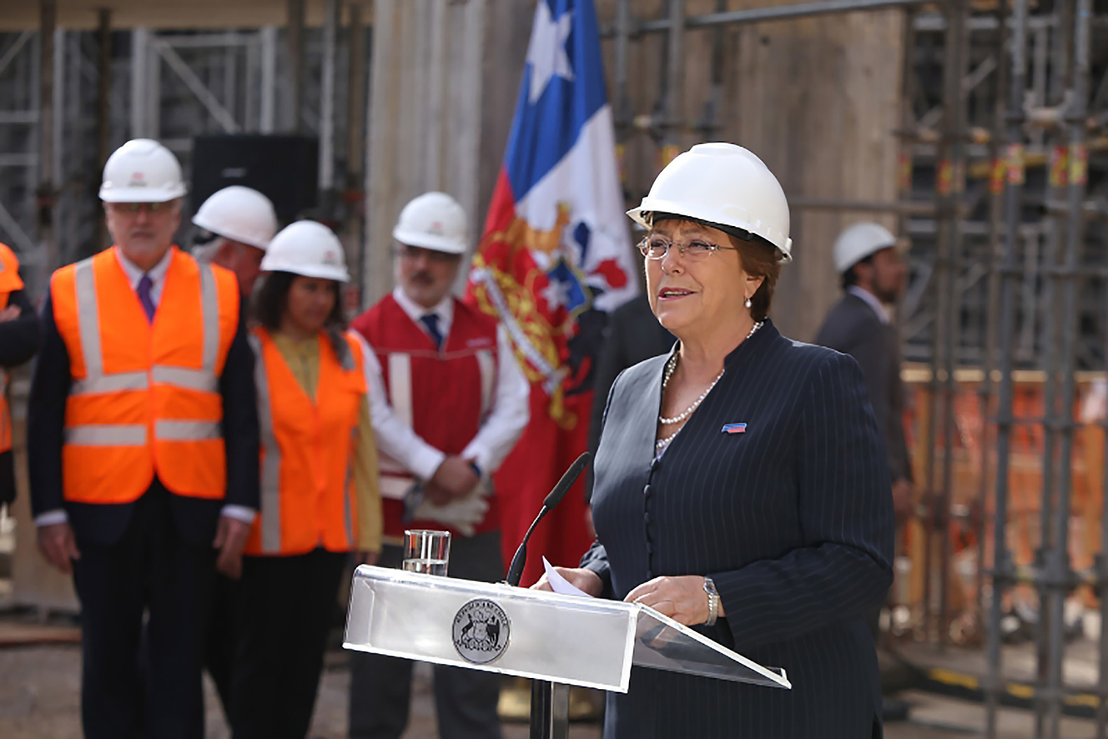 Chile President Michelle Bachelet at today's announcement by Total and SunPower to provide solar power for Metro de Santiago, the world's first metro to run on solar. (PRNewsFoto/SunPower Corp.)